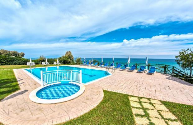 фото отеля Loukas Apartments On The Waves изображение №1