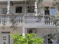 Villa Ratko, Villas