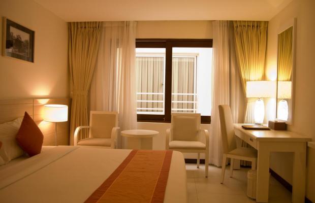 фото Nhi Phi Hotel изображение №10